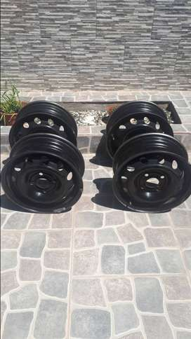 Llantas de chapa Originales R13 4x100 Chevrolet Classic 2.016 + 2 embellecedores originales y 2 alternativos