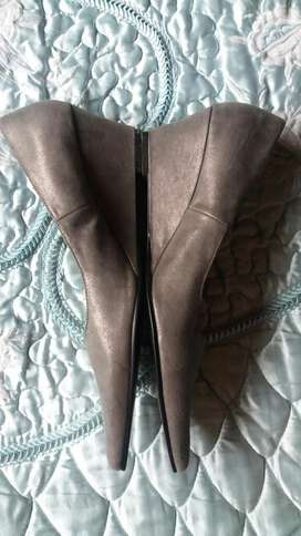 Zapatos nuevos 39 tacon corrido