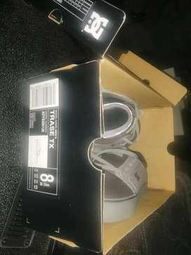 Vendo Zapatillas DC originales y nuevas.