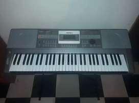 Piano Marca Medeli- adapatador y base