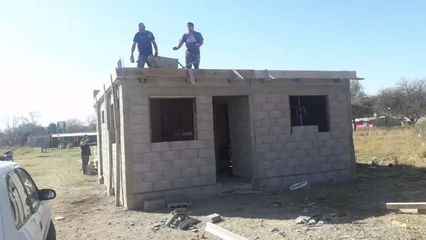 Terreno y casa a terminar lote 10 x50 en colonia tirolesa barrio estación tirolesa 0