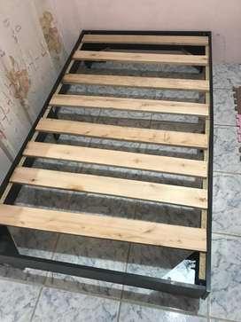 Vendo base de cama de madera