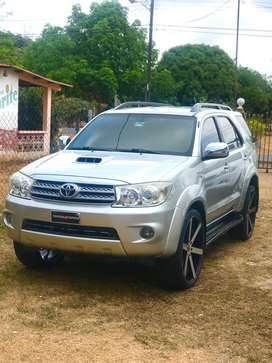 Toyota fortuner 2011 4x4 negociable