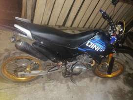 Vendo moto quinqui 1400 negosiable