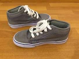 Zapatillas infantiles tipo botitas. Nro 33. Poco uso