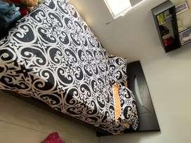 Vendo cama semidoble con 2 colchones excelente estado 2 años de uso