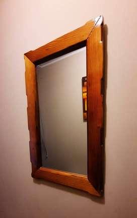 Espejos con marcos de madera canadiense