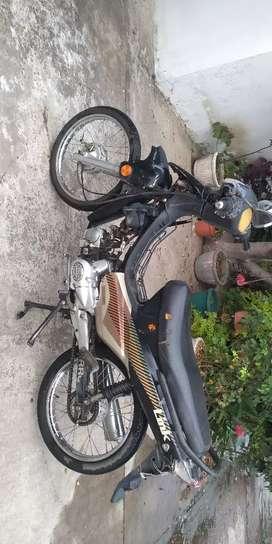 Vendo moto con papeles