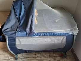 Vendo cuna con colchón toldillo y cambiador perfecto estado