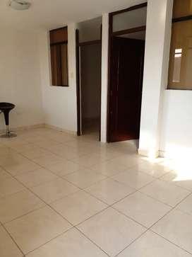 Departamento tiene 2 habitaciones,sala comedor ,cocina y 1 baño ,lanazotea tendedero