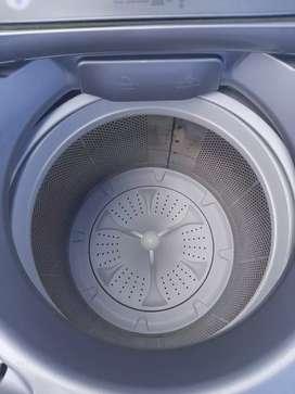 Se vende hermosa lavadora Whirlpool con tres meses de garantía