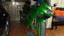 Vendo hermosa Kawasaki 250