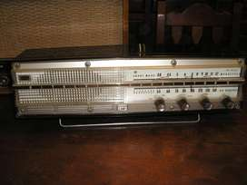 Radio Electrica HITACHI ELIZA W 826
