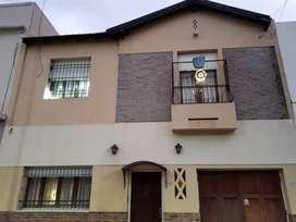 Casa en 2 plantas. Villa Pueyrredón. Residencial.