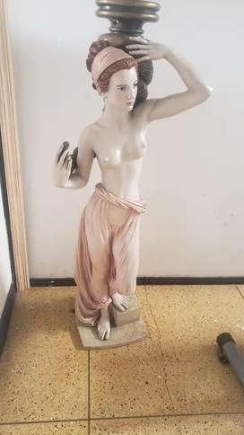 Escultura tipo lámpara de 1 metro de alta.