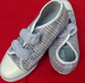 Sandalias Kickers impecables, hermosas