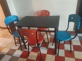 Se vende juego de mesa y 4 sillas