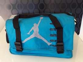 Bolso Nike Jordan Original. Tamaño Medio