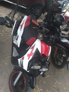 Se vende moto linea de bwis en buwn estado papeles al dia