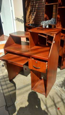 Se venden tres muebles de oficina