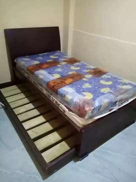 Se vende cama nido con colchoneta de la cama auxiliar