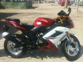 Vendo moto por estudio