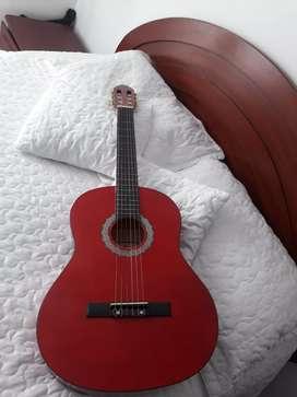 Se vende guitarra en excelente estado