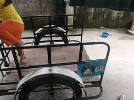Se vende triciclo en buen estado 10 de 10 rayos nuevos llantas 100  en buen estado