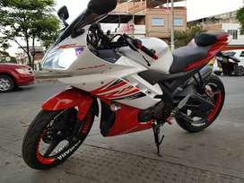 Yamaha YZF R15 modelo 2014