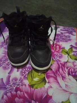 De venta zapato jordan color negro talla 33