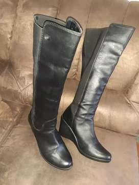 Vendo hermosas botas marca aquiles