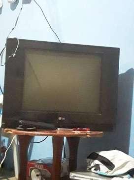 Tv LG 21 pulgadas en perfectas condiciones con su control
