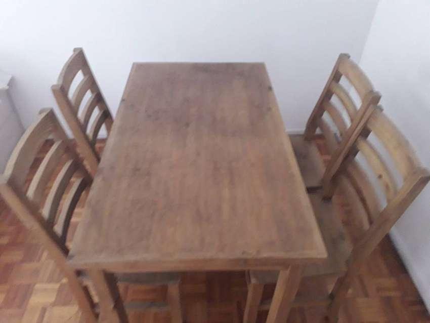 Mesa y juego de 4 sillas, excelente estado, ideal estudiantes 0