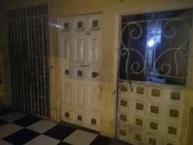 se vende casa de dos pisos diagonal a la Esc 18 de octubre a dos cuadras del colegio Nicolás infantes Díaz