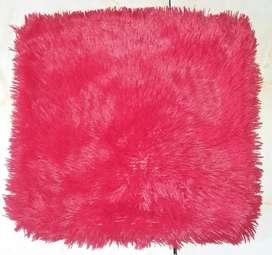 Fundas (2) rojas peludas con cierre para almohadones 40 x 40 cm.
