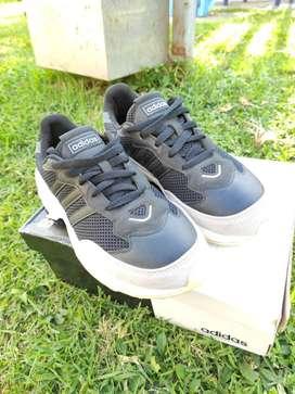Zapatillas Adidas Originales color negro.