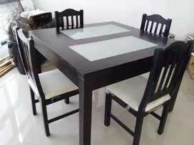 Mesa + 4 sillas.