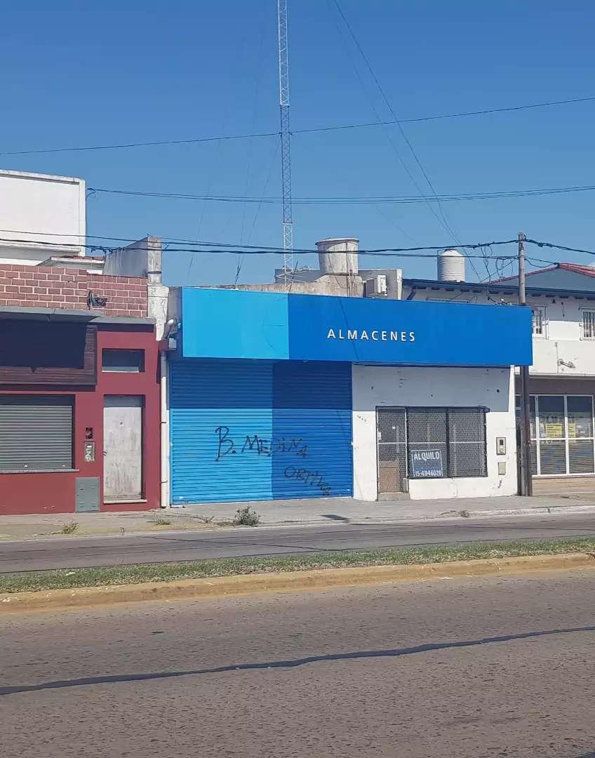 LOCAL 300 M2, La Plata, AVDA.44 e/131 y 13. 2 Dueño directo. Excelente local, varios destinos. actualmente supermercado. 0