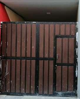 Se vende Puerta de Garage Incluye Tarjetero