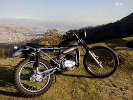 Motocicleta Yamaha Trail Clásica