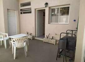 Departamento vacacional, un dormitorio, Dtv, aire acondicionado, FAMILIAR a metros del mar.