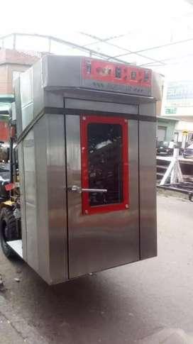 Se vende horno rotatorio de 12 latas con 3 carros listo para trabajar