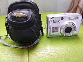 Camara digital con estuche