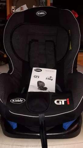 Butaca marca kiddy GTI  de 0 a 25 kg