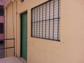 MONOAMBIENTE. Dueño alquila SIN COMISION ni DEPOSITO GARANTIA, pleno centro de Ctes., zona segura, con pocos inquilinos