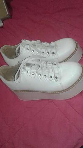 Zapatos Altos Comodo Poco Uso Blancos