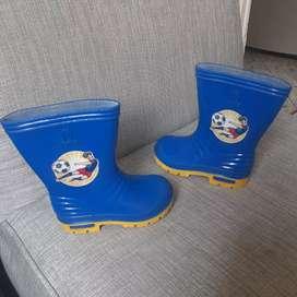 Vendo botas de niño talla 21