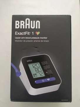 Tensiómetro digital de brazo marca Brawn trae 4 baterias