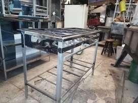 Estufa industrial de tres puestos en acero; ideal para la cosina.
