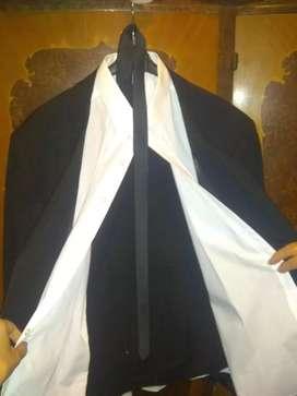 Traje completo. Nuevo! Sin uso. Saco, camisa pantalón y corbata.
